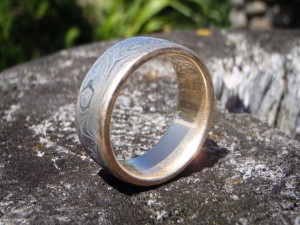 9ct Gold ring with Damascus inlay