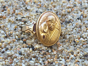 Lost gold ring found with metal detector on volleyball court